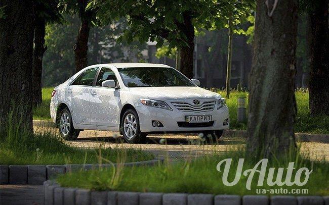 аренда авто Toyota Camry Swarovski в Киеве