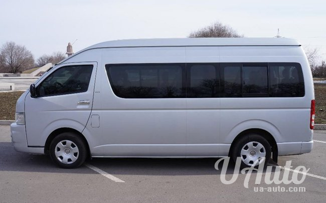 аренда авто Микроавтобус Toyota Hiace в Киеве