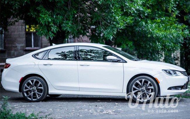 аренда авто Chrysler 200S в Киеве