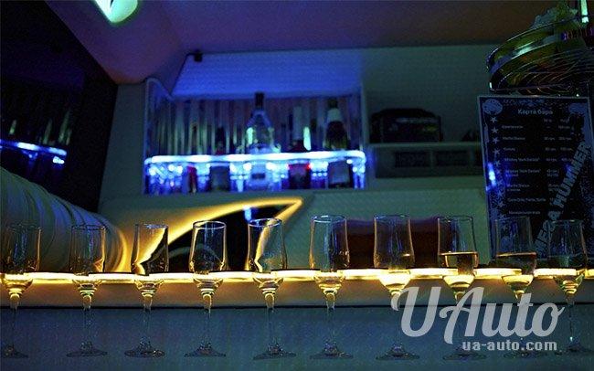 аренда авто Лимузин Mega Hummer H2 в Киеве