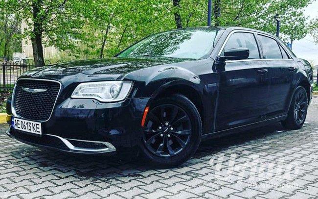 аренда авто Chrysler 300C New Рестайл в Киеве