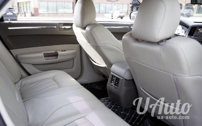 аренда авто Chrysler 300C КИТ Рестайл в Киеве